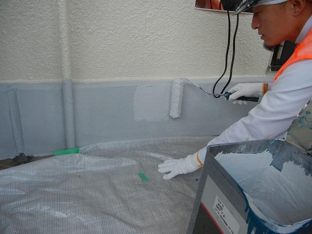 欠落や浮いていた基礎を剥がし、左官補修後、基礎専用塗料で基礎の塗装も行いました
