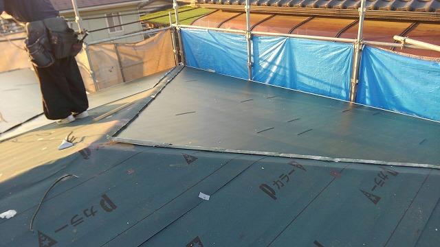 屋根材の葺き上げ