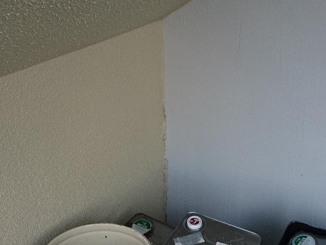 シーリング材と基礎塗料で保護