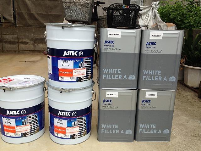 高耐久・高弾性塗料で施工し、新たなひび割れやチョーキング現象を抑制します。