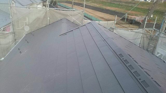 塗装での修繕が困難な状況だった為、板金カバー工法にて施工させていただきました。
