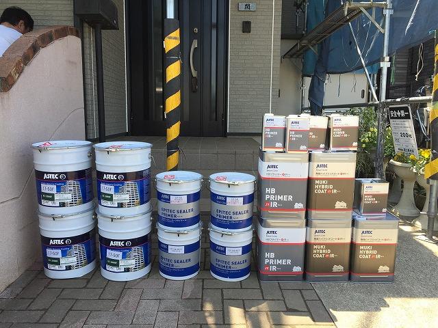 メーカー規定の塗料と塗布量を厳守し、用意した塗料をお施主様と一緒に検品作業を行います
