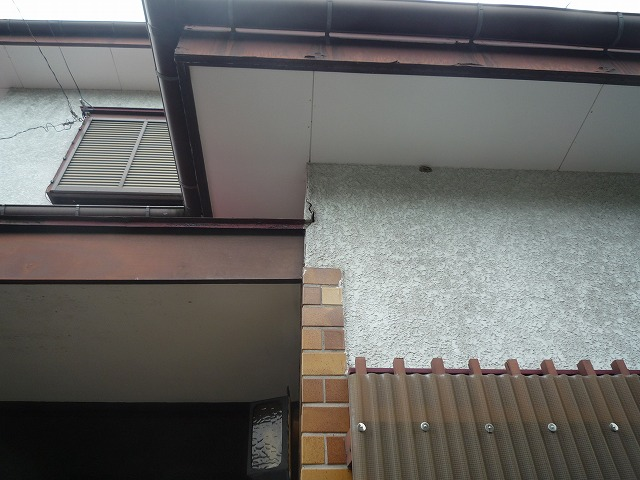 外壁に大きなクラック有。水の侵入が心配