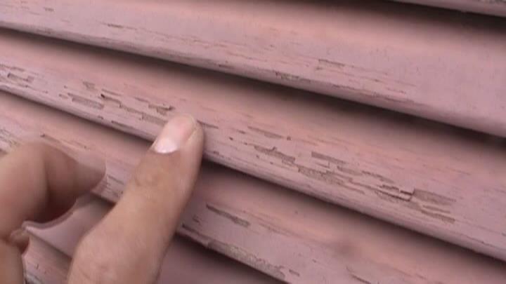 木製の戸袋の塗膜が剥離しており、塗装でのメンテナンスだと持たない状態になっていました。