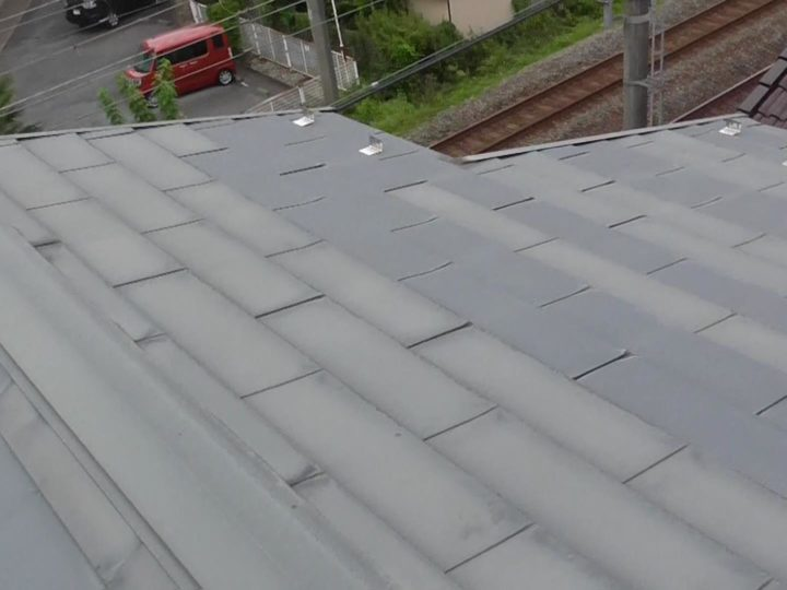 屋根 色褪せ