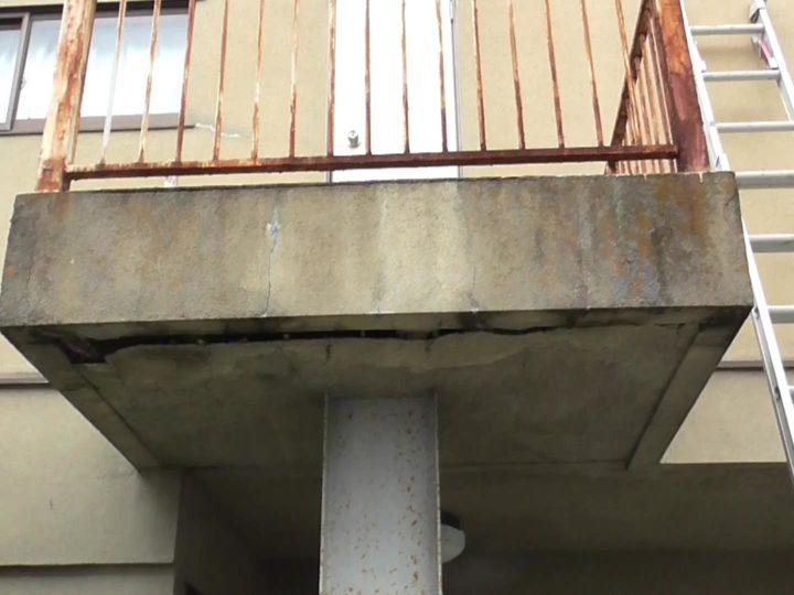 天井崩落の危険性あり