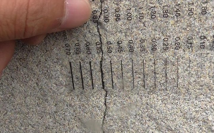 構造クラック 0.6mm程度