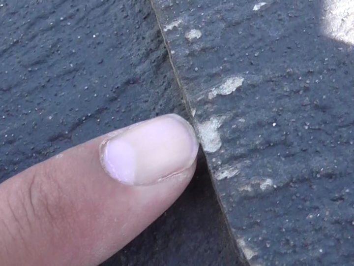 表面に塗膜剥離が起きています