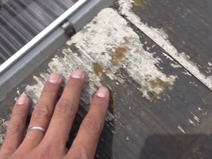 水が溜まりやすい屋根部分に腐食が始まっています