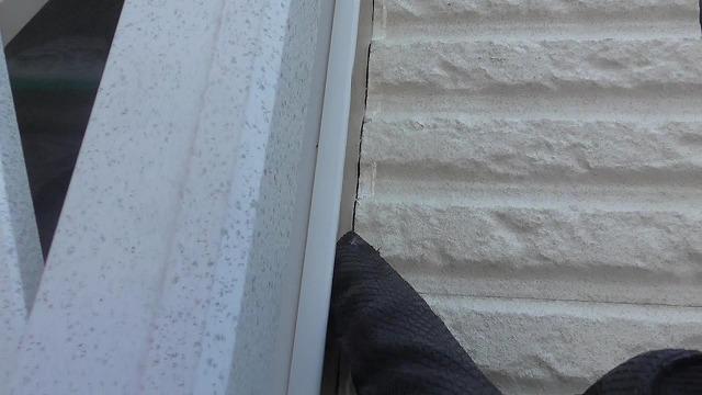 窓まわりシーリング切れ