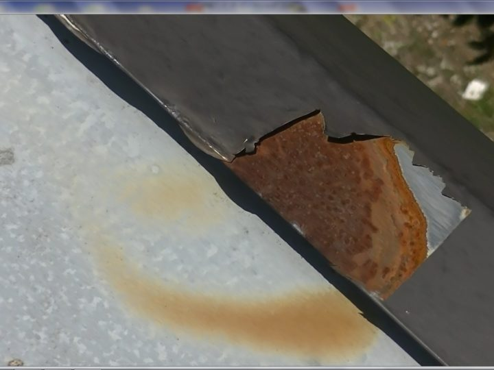 屋根塗膜剥離