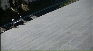 屋根全体的に色抜け等経年劣化あり