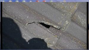 屋根割れ発生雨漏りの可能性あり
