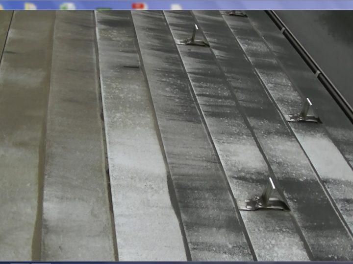 下屋根ガルバリウム鋼板屋根塗膜汚れ、美観調整が必要