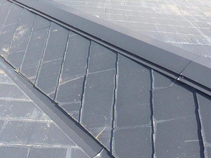 スレート屋根 ひび割れ多数