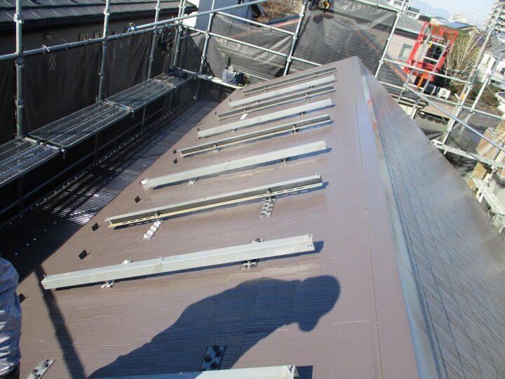 太陽光パネル取付施工中